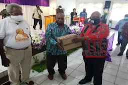 Klemen Tinam Ajak Tokoh Agama Berdoa Agar Corona di Papua Segera Usai