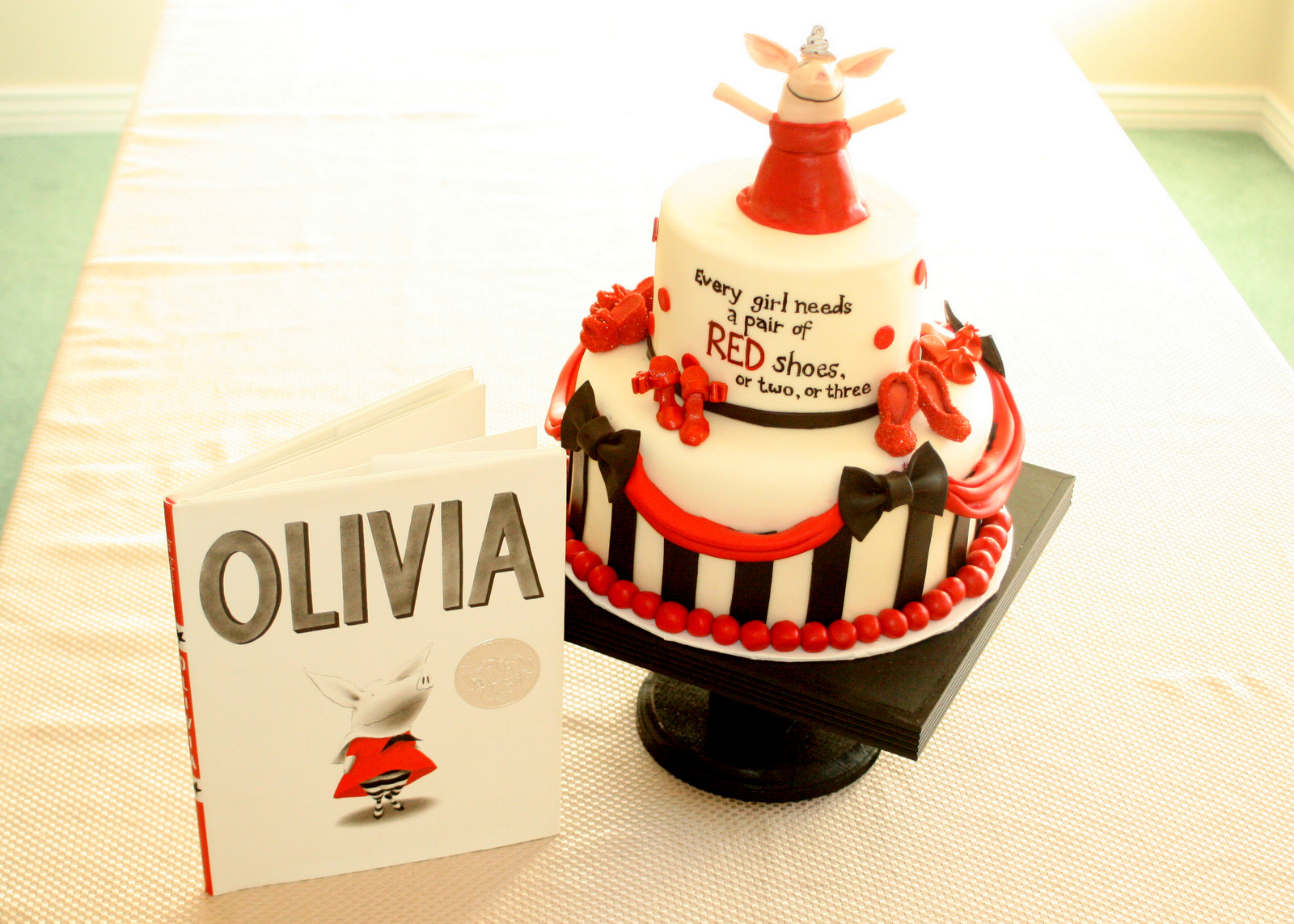 Genevre S Bakery Olivia Birthday Cake