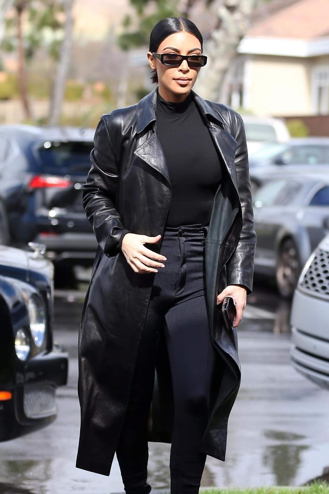 Kim Kardashian - Spotted grabbing lunch in Los Angeles 02/04/2019