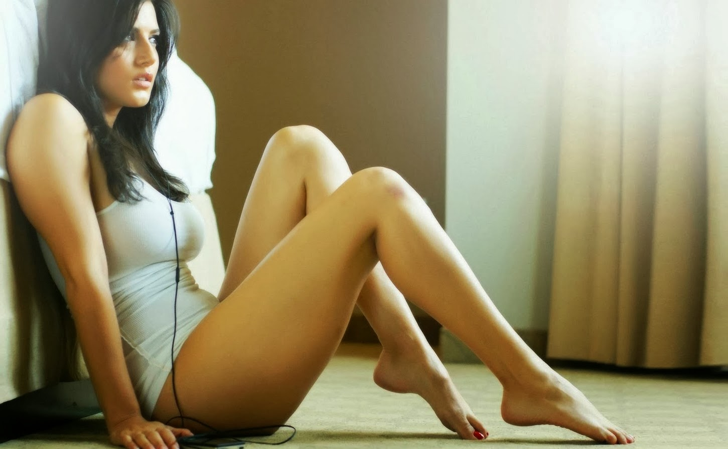 Sensational Sunny Leone Wallpaper