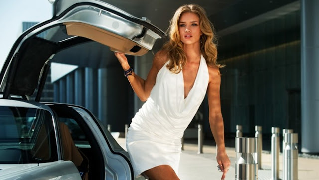 transformers dark of the Moon movieloversreviews.filminspector.com Rosie Huntington-Whiteley