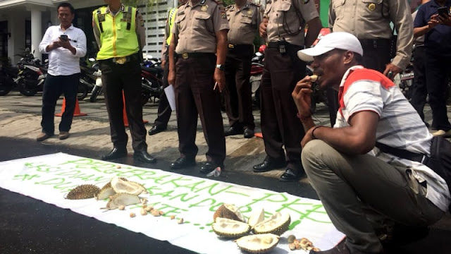 Pergerakan PKB Gelar Aksi Makan Durian Tolak Cak Imin jadi Cawapres