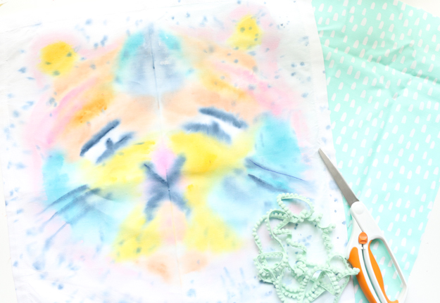DIY Watercolor Ink Blot Pillows - Learn how to watercolor on fabric - create Lisa Frank inspired animal pillows - craft - painting - how to make a pillow - how to water color on fabric