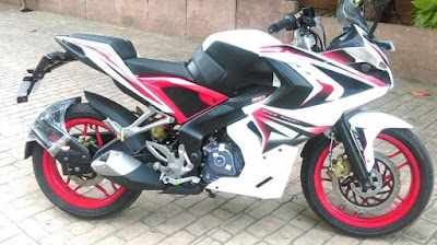 Bajaj Pulsar RS 200 White side view HD Image