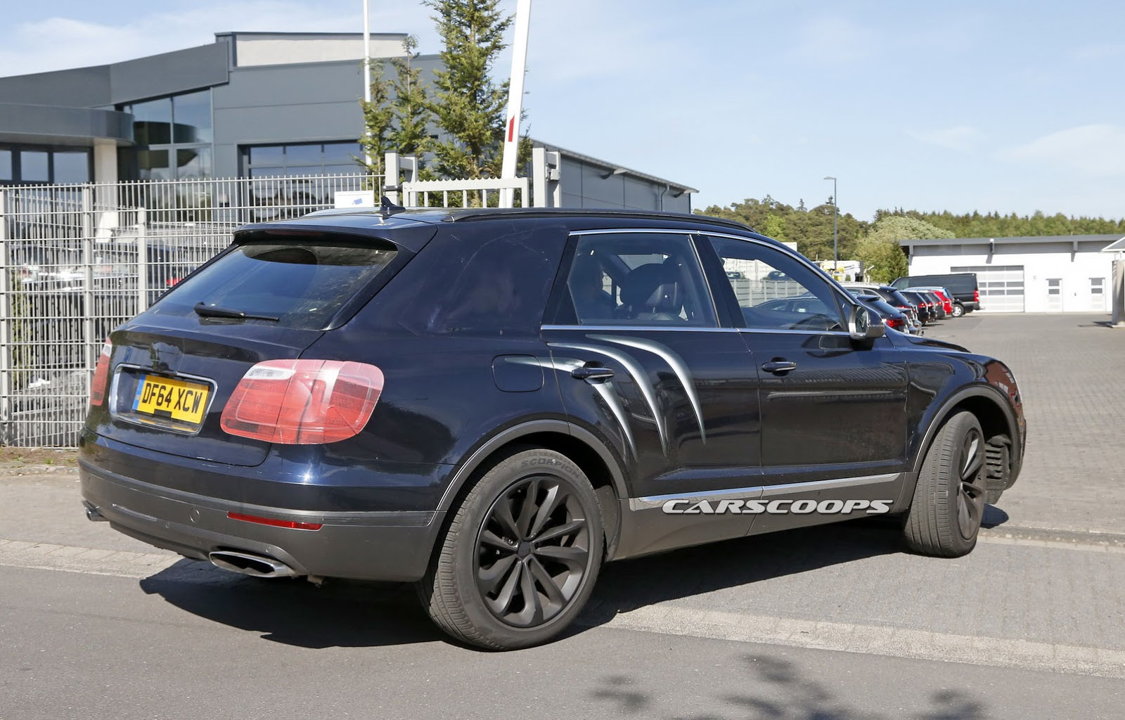 2016 Bentley Bentayga (SUV) 26