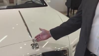 Δείτε τι συμβαίνει όταν προσπαθήσεις να κλέψεις ένα σήμα Rolls Royce