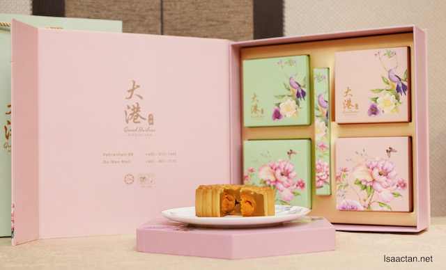 Square contemporary packaging