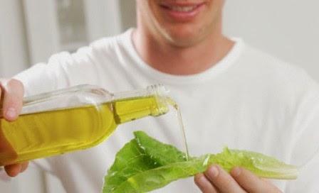 Melumasi dengan minyak zaitun