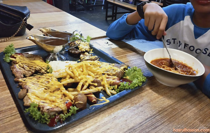 Western-Food Atas Dulang di Restoran The Border's Tea Parit Buntar