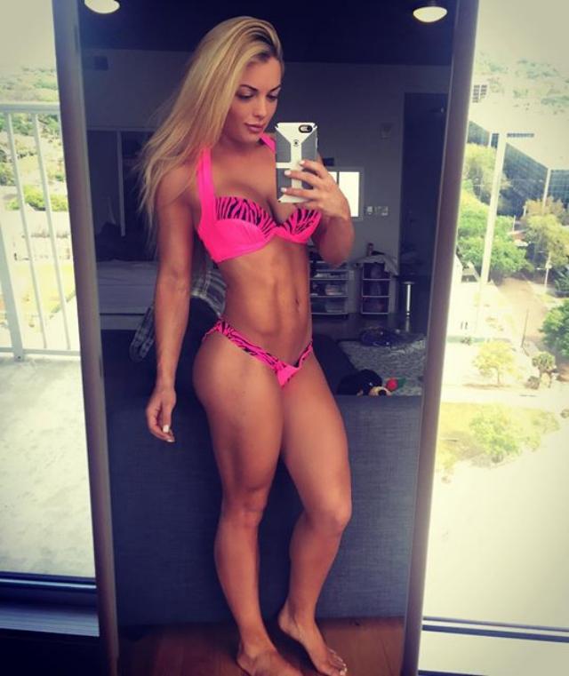 Fitness Model Amanda Saccomanno Instagram