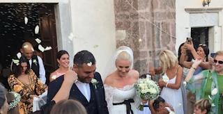 Ελισάβετ Μουτάφη- Μάνος Νιφλής: Φωτογραφίες από τον Πανέμορφο Γάμο στη Σαντορίνη με 5 κουμπάρους.