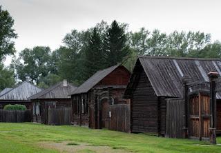 Barracones de madera de la localidad siberiana de Shushenskoye.