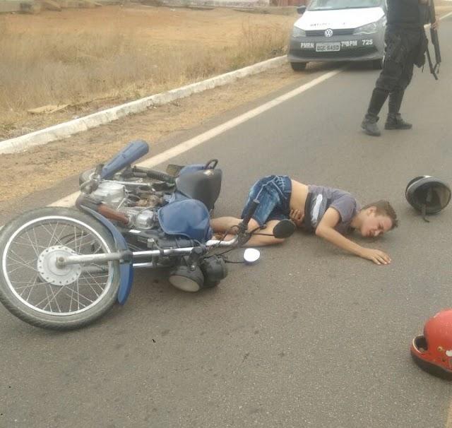 Bandidos em moto atiram contra viatura da polícia para não serem abordados em José da Penha