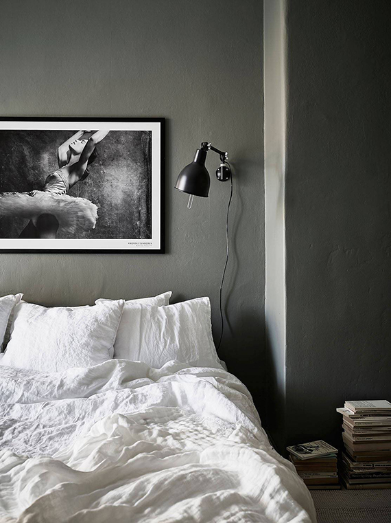 Gray scandinavian bedroom via stadshem