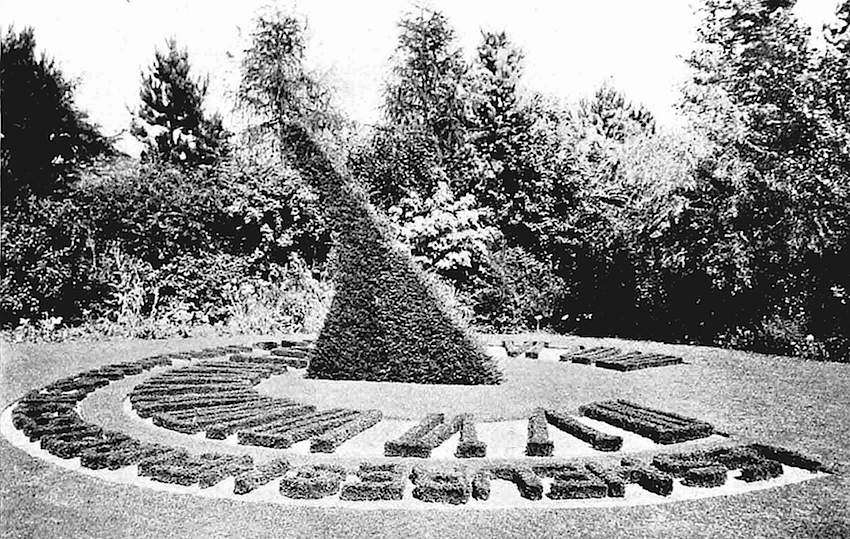 photograph of a 1916 topiary sundial clock