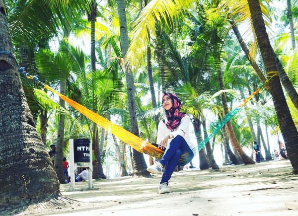 Area Gazebo yang teduh dan nyaman di Pantai Kelapa Tuban