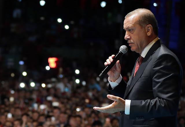 Η επιθετικότητα στους γείτονες μόνη σανίδα σωτηρίας για τον Ερντογάν