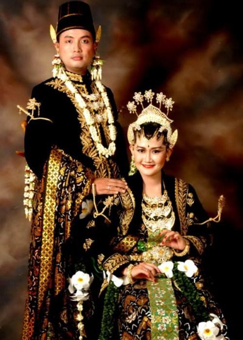 Baju pengantin khas Jawa Tengah