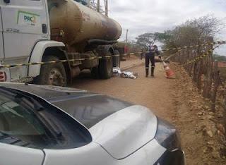 Em São João do Cariri, mulher morre após colisão de moto com carro-pipa