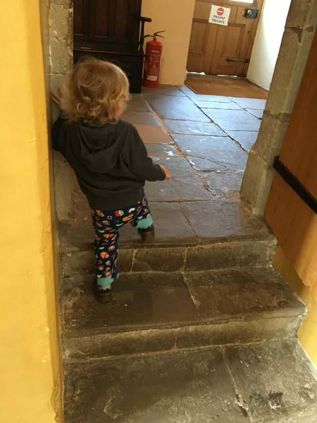 toddler-on-steps-St-Fagans-Castle