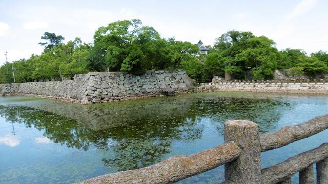 岡山城の天守閣に行くまでに、最初に通るお堀