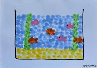 akwarium z rybkami malowane palcami