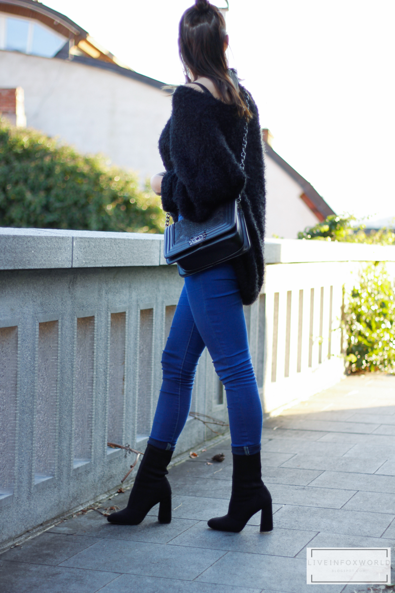 overszize plyšový čierny sveter