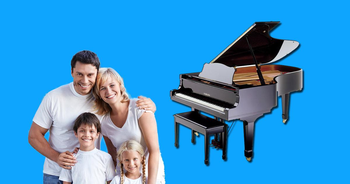 bé học đàn piano