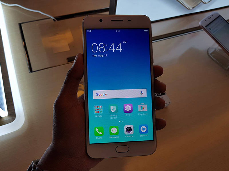 Oppo F1s in front