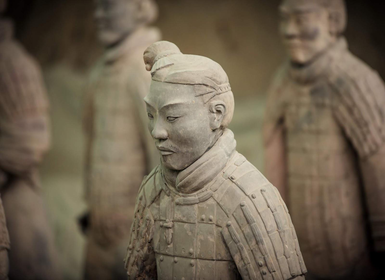 Alguns dos soldados de terracota do antigo mausoléu chinês