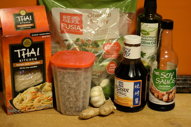 The ingredients needed to make the easy beef chow fun.