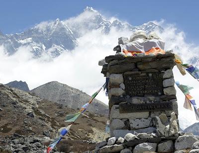 Memorial en recuerdo de los alpinistas polacos fallecidos en el Lhotse