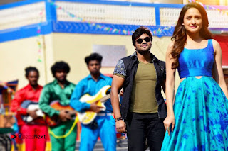 Manchu Manoj Pragya Jaiswal starring turodu Movie New Pos  0005.jpg