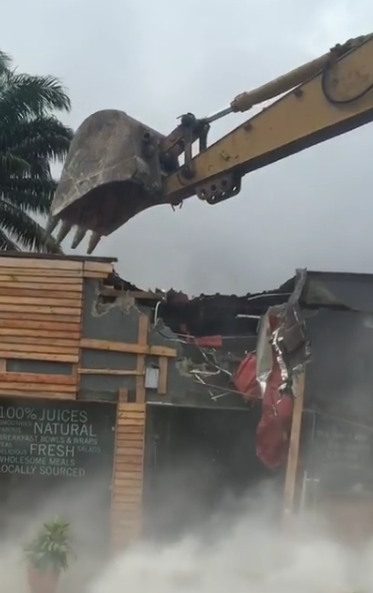 Photos/Videos: Lagos state govt demolishes shops in Ikoyi after landlord fails to pay N40m permit