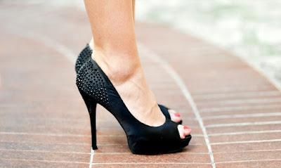 Foto sepatu hak tinggi high heels bagus