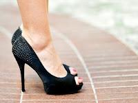Cara Memakai High Heels Agar Tidak Sakit & Nyaman