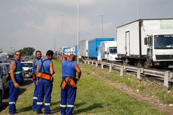 Temer entra com ação no STF para desbloquear rodovias do país