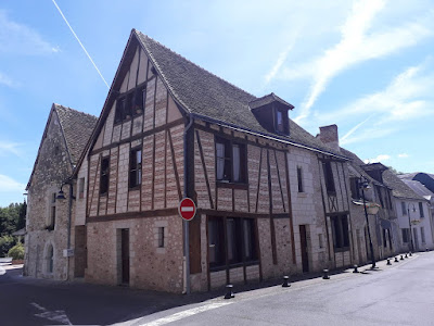 Half-timbered house on Rue de Commerce in Descartes