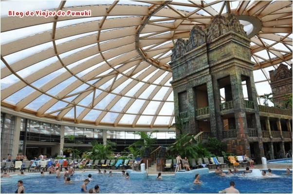 AquaWorld es un complejo termal moderno situado algo alejado del centro con unas instalaciones espectaculares