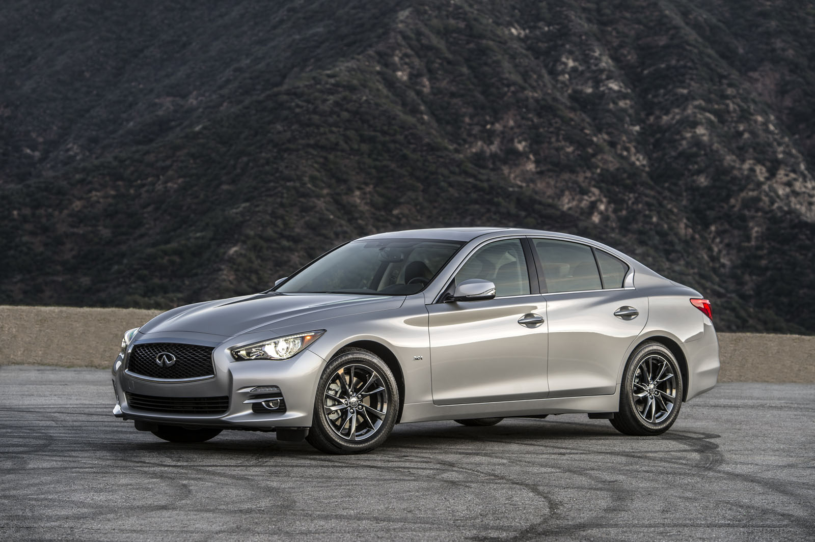 infiniti rolls out new q50 qx80 signature editions in chicago carscoops. Black Bedroom Furniture Sets. Home Design Ideas