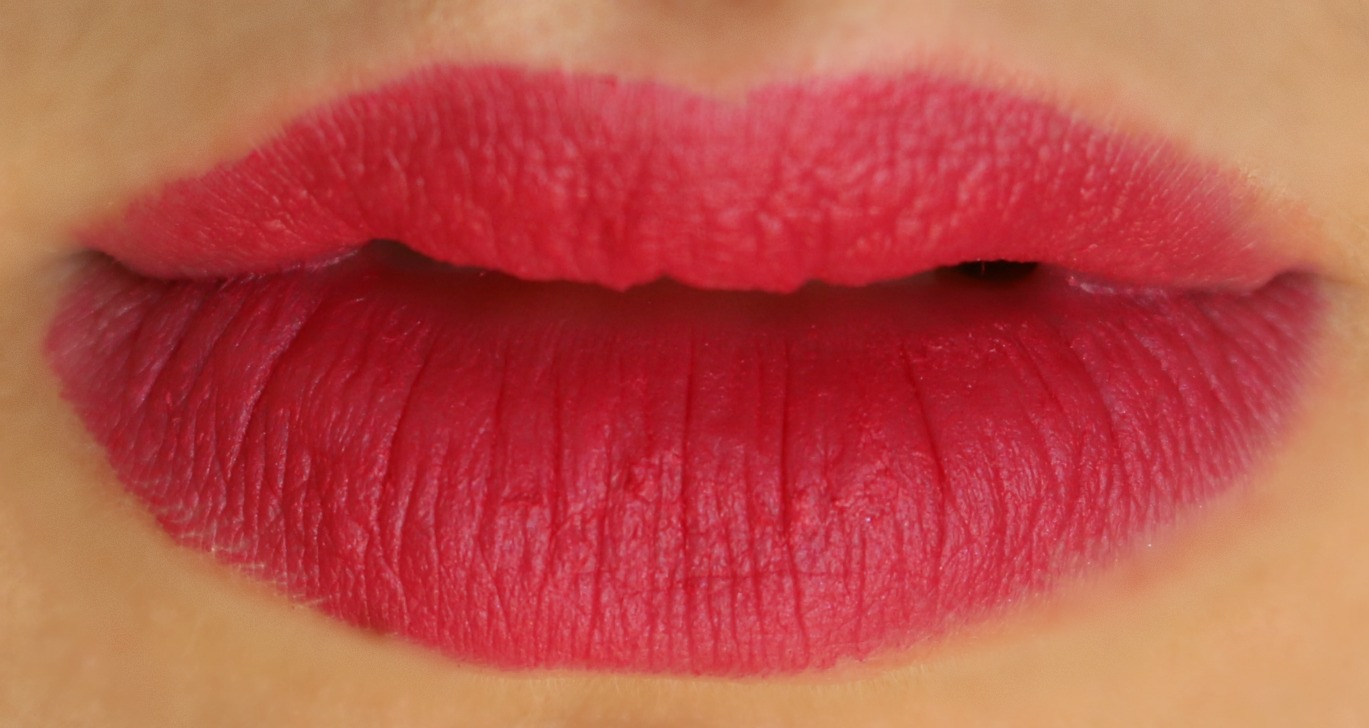 charlotte tilbury matte revolution lipstick the queen lip swatch