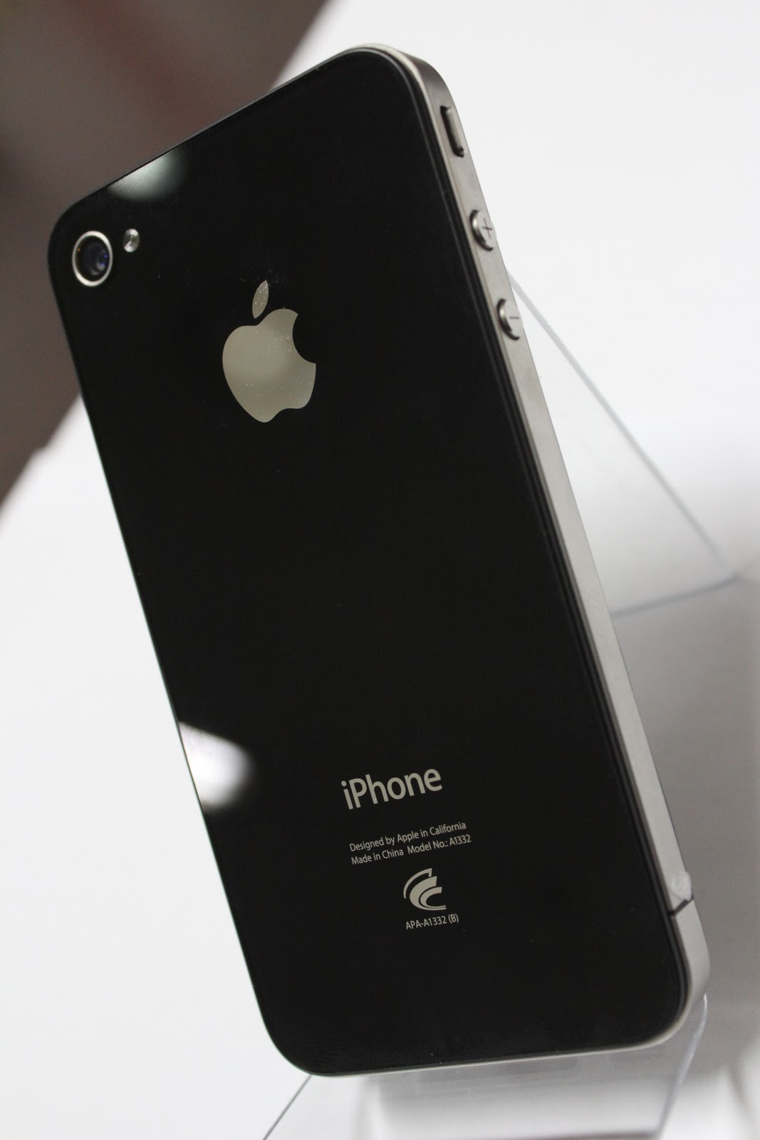 DAERIM COMMUNICATION (Ltd)-SEOUL: (SECOND HAND) iPhone 4