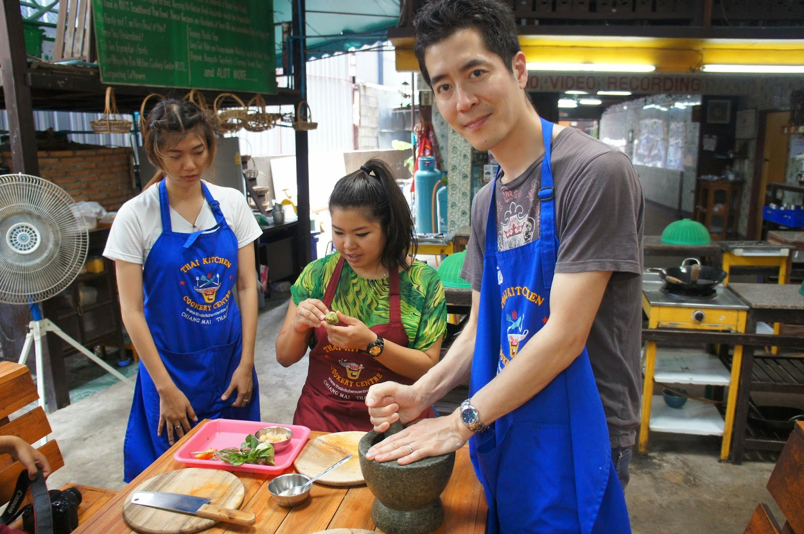 Chiang Mai - Mike making red curry paste