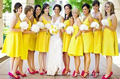 robe jaune et chaussures fuchsia pour demoiselles d'honneur
