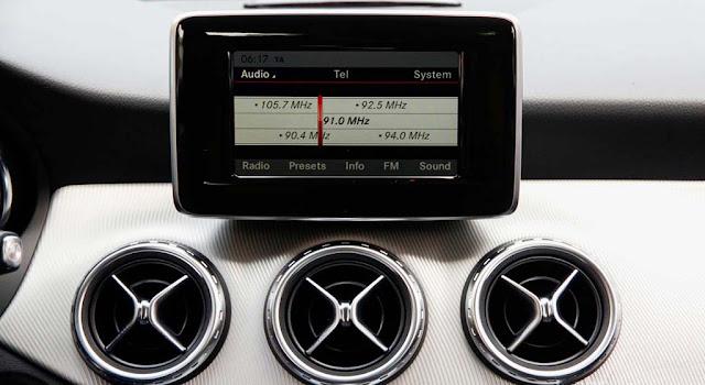 Mercedes GLA 200 2017 sử dụng Hệ thống giải trí tiên tiến và hàng đầu của Mercedes hiện nay