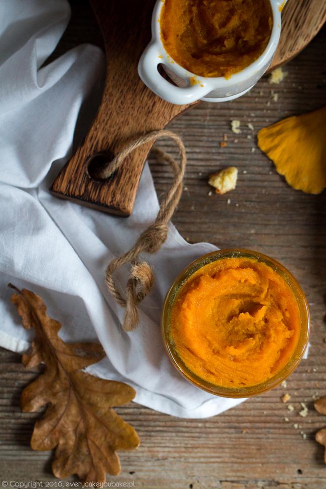 masło dyniowe z miodem, cydrem i przyprawami do smarowania pieczywa