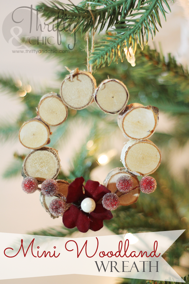 Easy DIY Christmas crafts and projects. DIY Christmas decor. DIY Christmas ornaments. Easy Christmas tutorials. DIY advent calendar ideas.