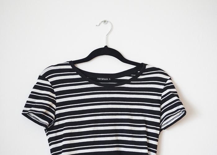 jak nosić koszulkę w paski
