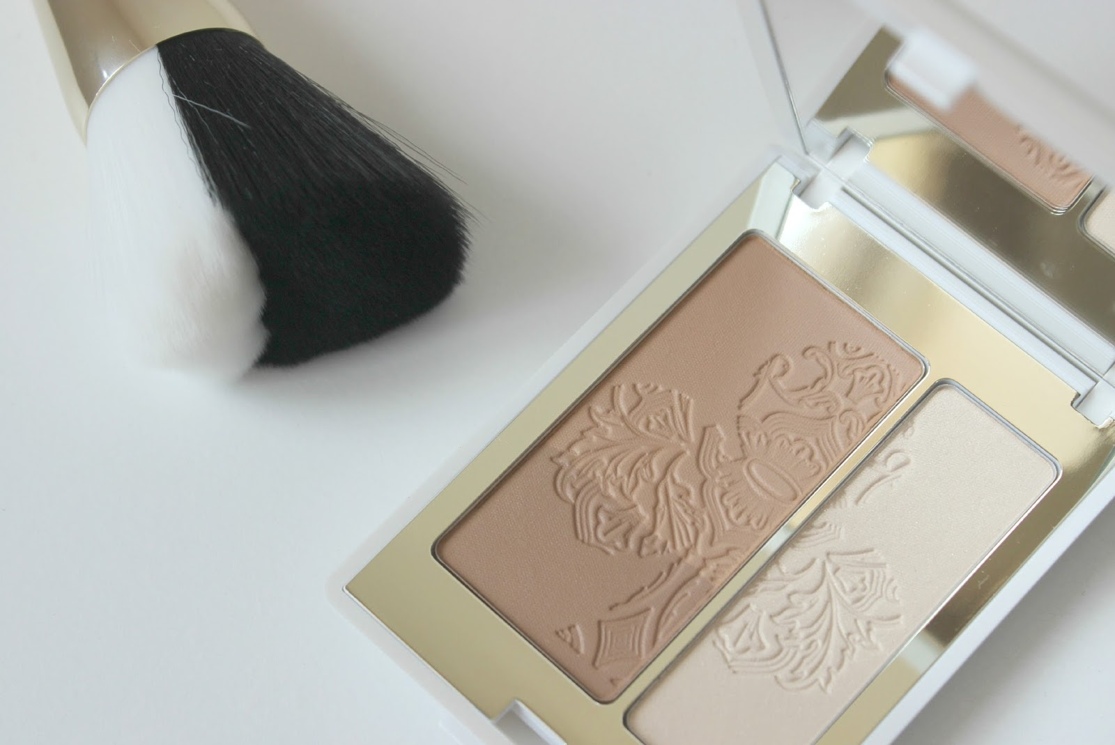 A picture of the KIKO Radiant Honey Golden Game Sculpting Powder