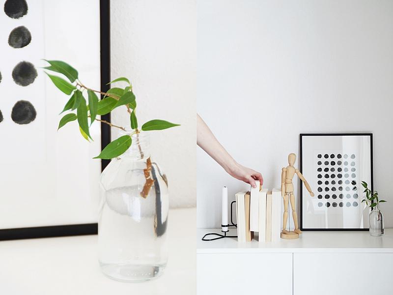 Kommode skandinavisch modern reduziert dekorieren mit HAY Kerzenständer, Büchern, Gliederpuppe, DIY-Print und einem frischen grünen Zweig